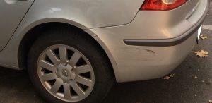 A károsult autó. Biztosítás nélkül ez a koccanás 100 ezer forintos károkozás a tulajdonosnak