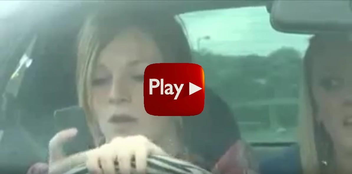 A vezetés közbeni sms-esezés és telefonálás egyre több súlyos balesetet okoz.