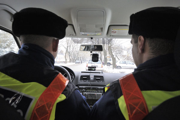Újabb rendőrautókba szerelnek autós kamerákat