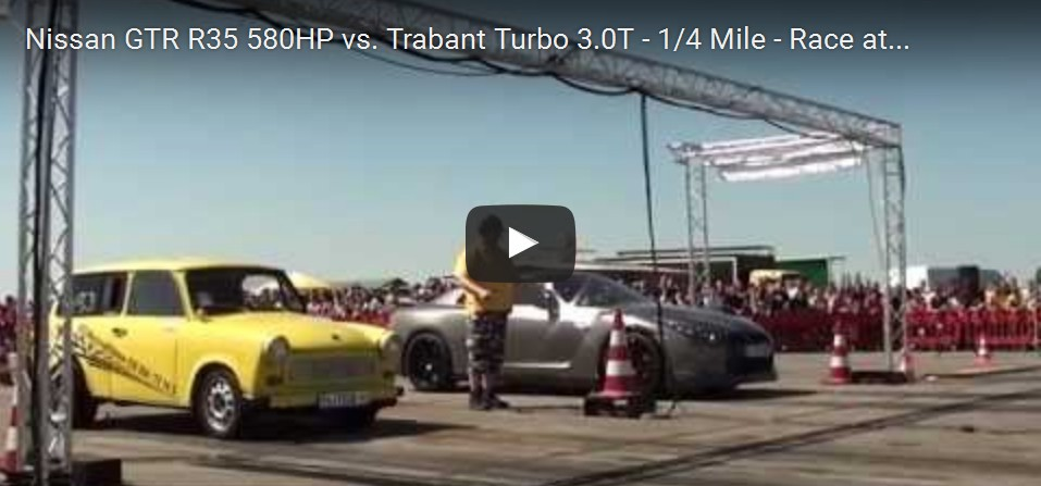 Nissan GTR és Trabant Turbo gyorsulási versenye. Youtube videó