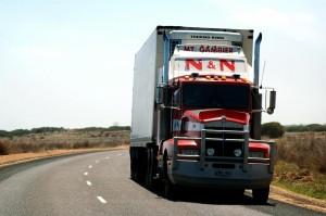 Több biztosító is milliós díjakkal igyekszik távoltartani az árufuvarozókat.