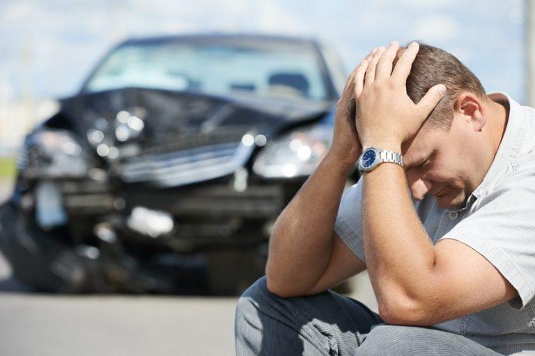 Totálkáros lett az autóm, a biztosító csak a felét akarja kifizetni. Mit tegyek?