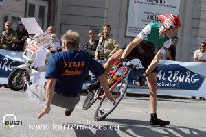 Kerékpárosok figyelem! Se részegen, se járdán!