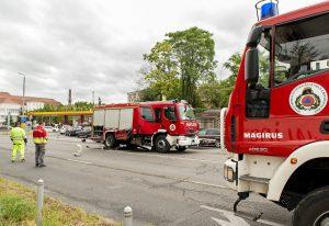 Összetört tűzoltóautó Győrben, ahol a gépjármű összeütközött egy személyautóval 2016. július 14-én. Hónapokig tarthat a kárrendezés.