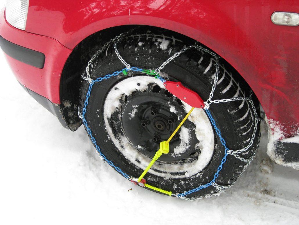 Magyarországon sem a hólánc, sem a téli gumi nem kötelező, de az autósnak mindent meg kell tennie a biztonságos közlekedés érdekében