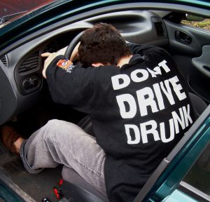 Ha ittas a sofőr, a biztosító utólag kifizetteti a baleseti kártérítés összegét.