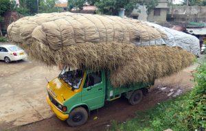 Balesetveszélyesek, mert sokkal hosszabb fékúttal tudnak csak megállni a túlsúlyos teherautók