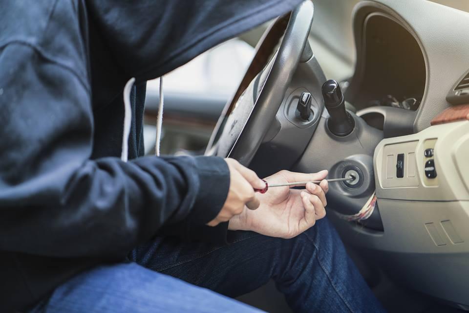 Az autólopásoknál Budapesten már nem az autózár nyitás a vezető autólopási módszer. Gyakoriak az u.n. kódlopások.